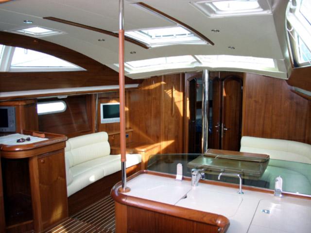 maste - Interior image