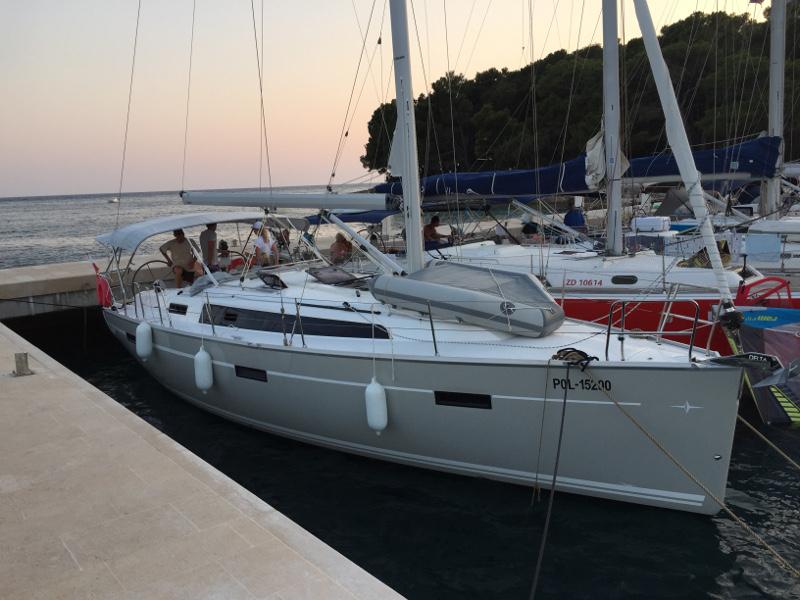 HM INO Bavaria 37 Cruiser