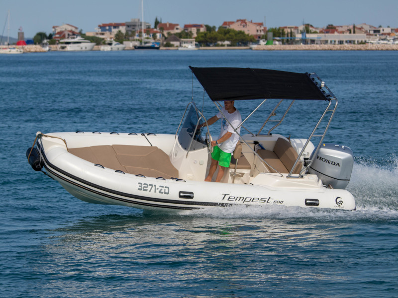 Tempest 600[G], Powerboat