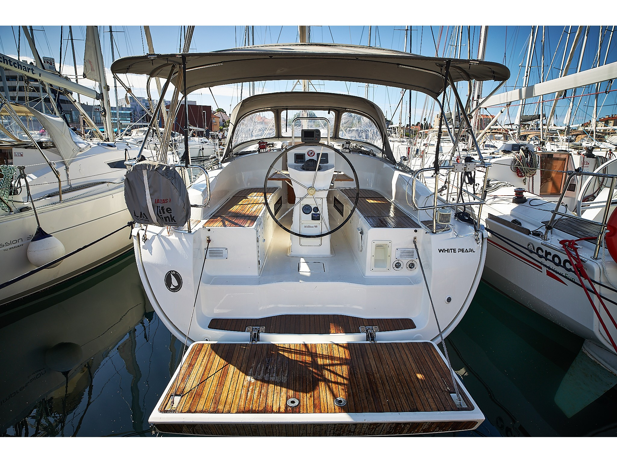 White pearl Bavaria 36 Cruiser