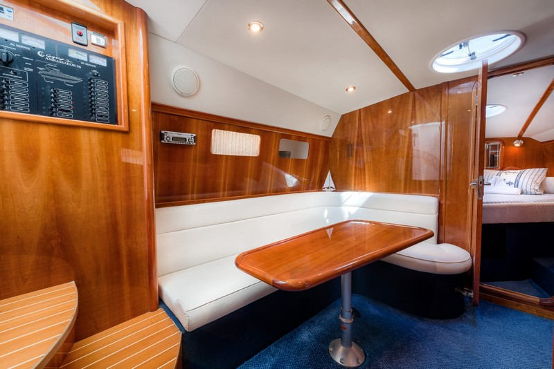 Ambassador 36[G], Powerboat