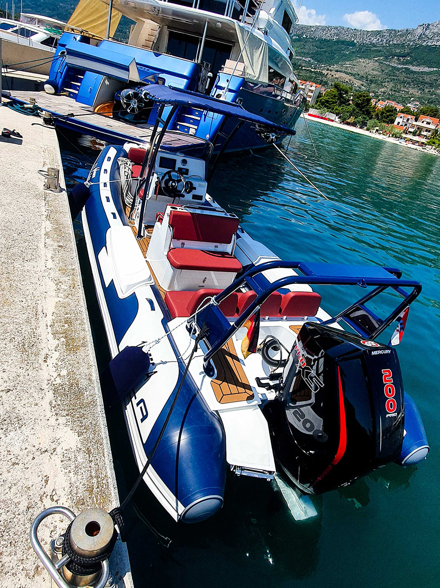 Johnson 87 Luxury yacht dinghy