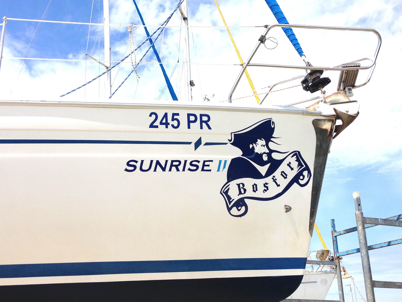 Sunrise II (Chartplotter in cockpit)