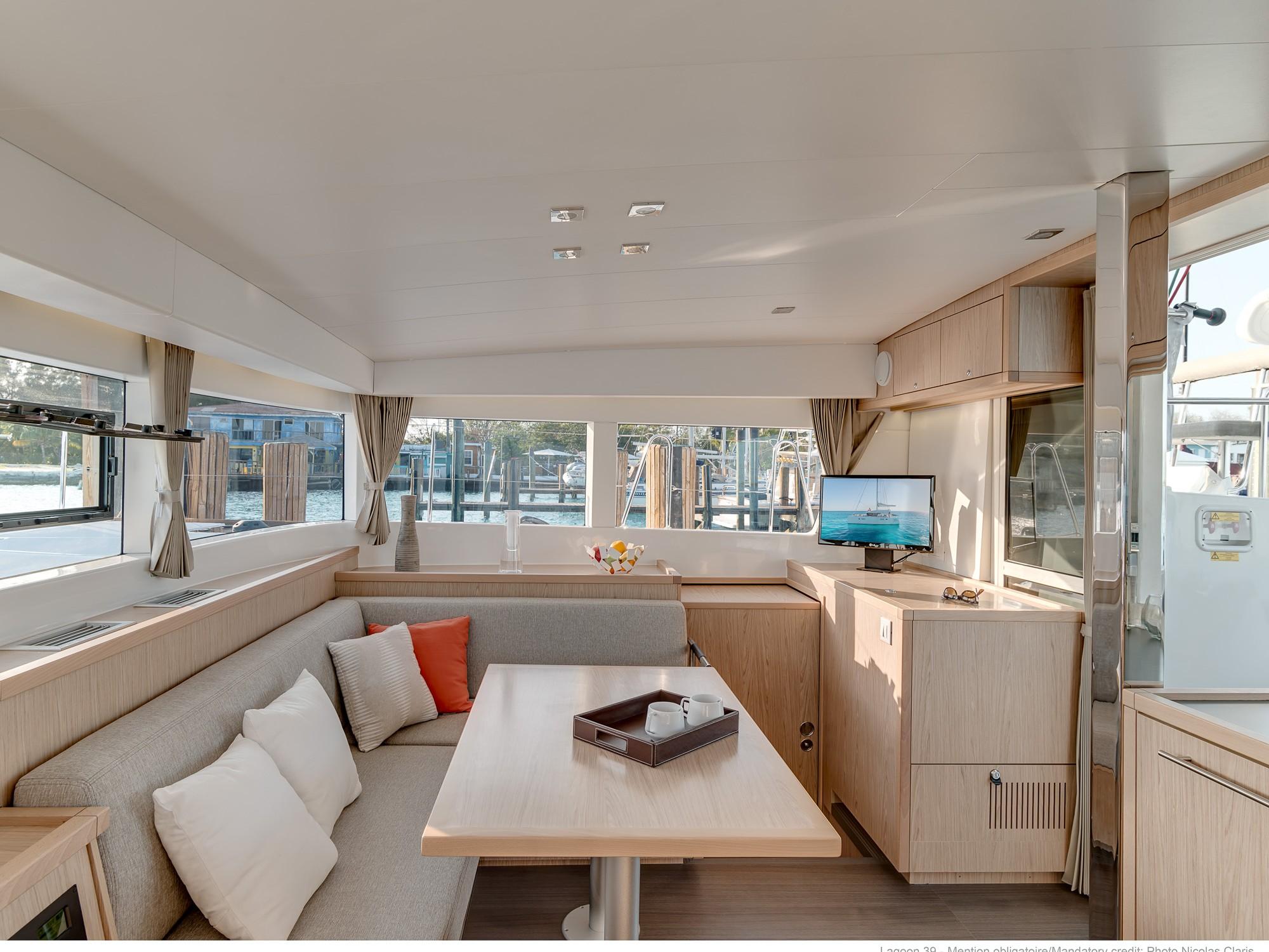 Catamaran - Lagoon 39 - 4 Cabins - Built 2017