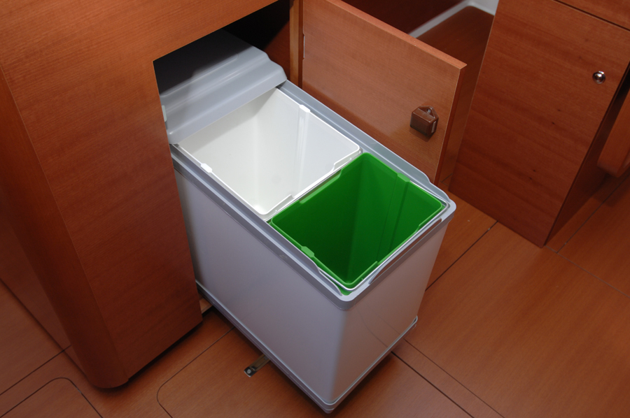 Dufour 335 GL galley